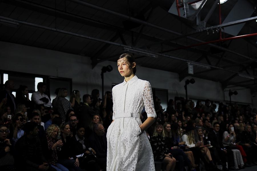 bora aksu london fashion week ss16 all white