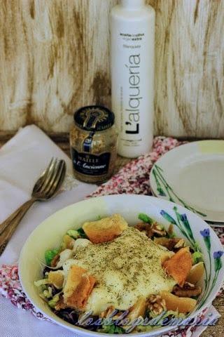 Ensalada de queso provolone con naranjas y nueces a la vinagreta de mostaza
