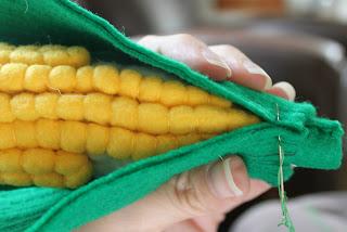 a%2Blittle%2Bof%2Beverything%2B337a - Espiga de Milho Verde em feltro