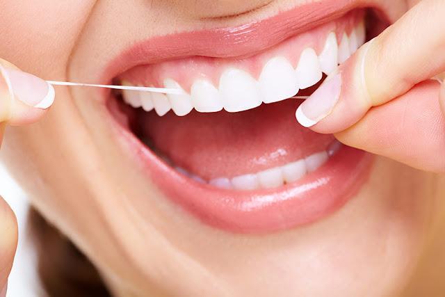Mudah! Berikut Cara Membersihkan Karang Gigi Tanpa ke Dokter