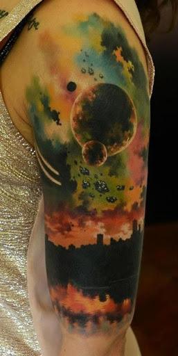 De outro mundo. Talvez uma outra palavra para descrever o espaço de tatuagens. Pode ser um pouco literal, mas existem modelos que dão mais do que apenas o significado exato.