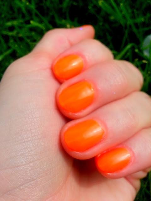 pomaranczowe paznokcie