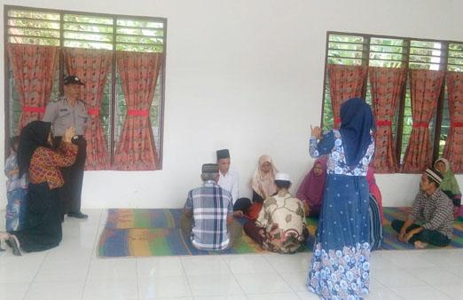 Suasana pernikahan yang digelar di Polsek Tanah Jawa, Simalungun.