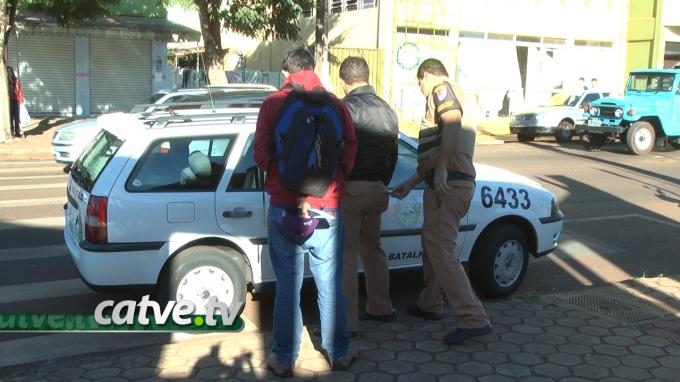 Um aluno de 14 anos foi detido pela Patrulha Escolar na tarde desta  quarta-feira (28) ad2454b9a1c