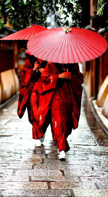 Traditional kimono dress women in Japan : 26 Images of Inspiration: Imperial Red 07-01-2016 {Cool Chic Style Fashion}