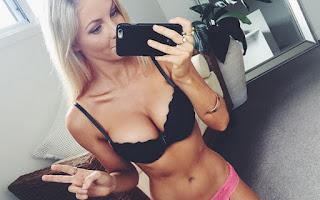 Η εντυπωσιακή blogger Hannah Polites