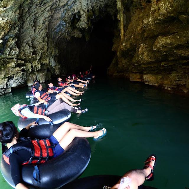 foto cave tubing seru di goa pindul