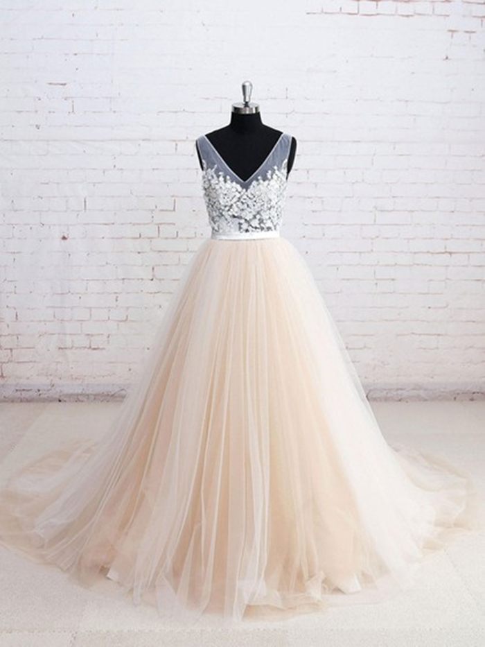 http://uk.millybridal.org/product/tulle-v-neck-ball-gown-court-train-appliques-lace-wedding-dresses-ukm00023114-21809.html?utm_source=minipost&utm_medium=2597&utm_campaign=blog