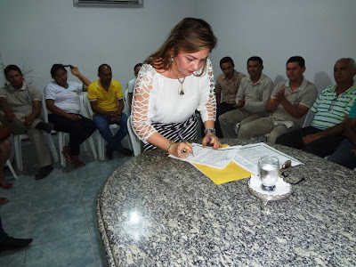 Prefeita Tina Monteles sanciona a lei do plano de cargos e salários dos ACS e ACE de Anapurus
