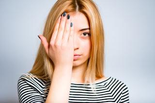Appliquer cette préparation maison sur le contour des yeux et se réveiller sans cernes