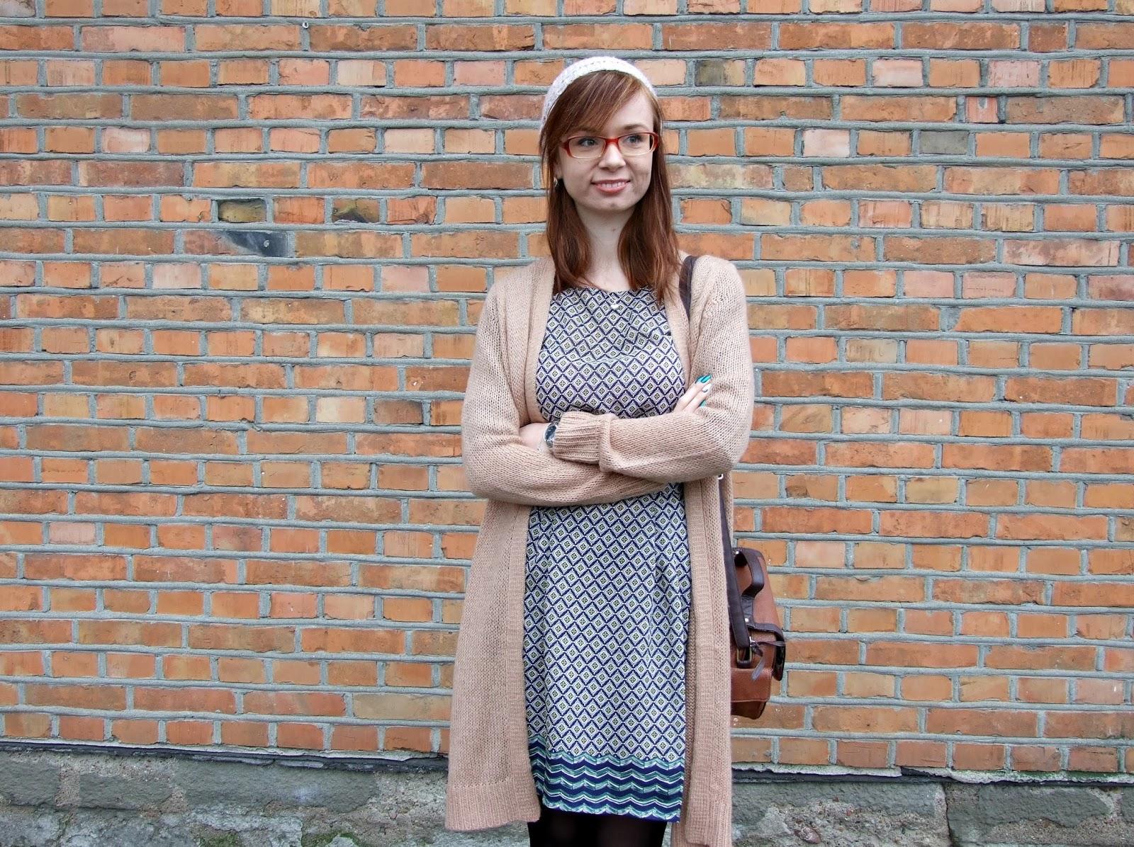 Nowa sukienka i brązowy sweter