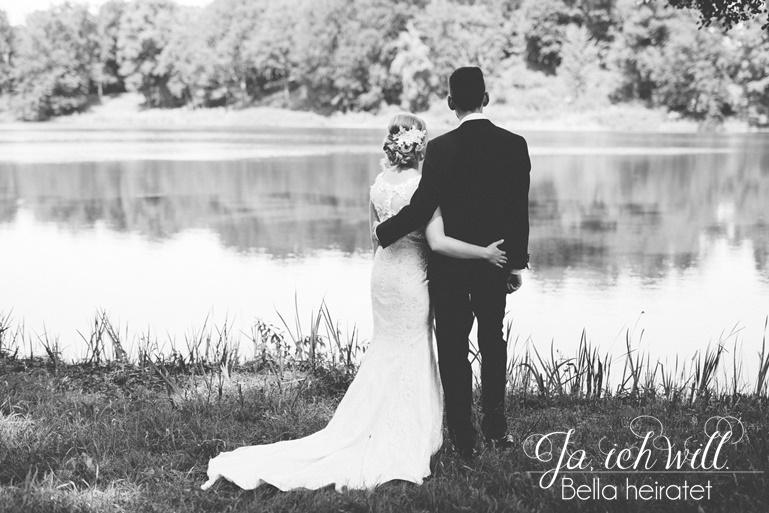 Hochzeitspaar schwarz weiß See