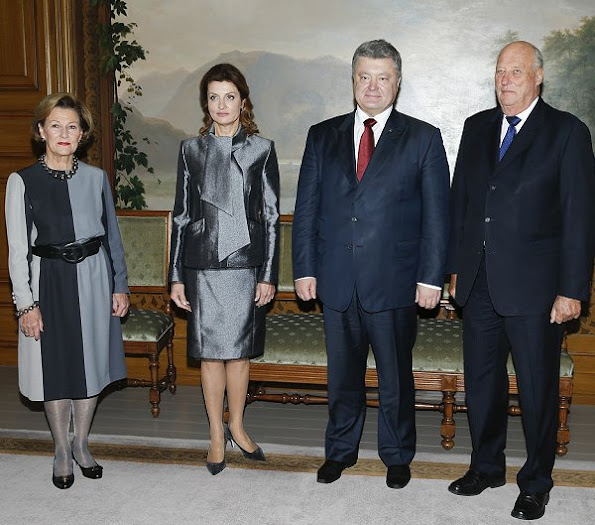King Harald and Queen Sonja hosted Petro Poroshenko, President of Ukraine and his wife Maryna Poroshenko, style royal fashions wore dress jewellry, Prada Bags