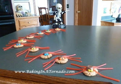 Spider Cookies | www.BakingInATornado.com | #recipe #Halloween