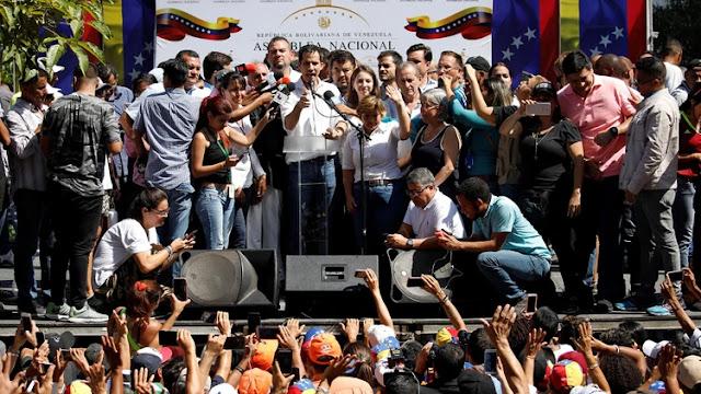 """Juan Guaidó, tras su liberación: """"Trataron de ponerme unas esposas y no lo permití""""."""
