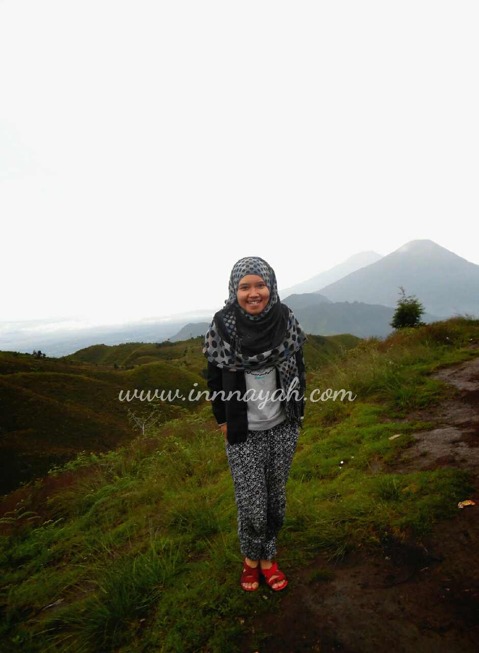 Sore hari di gunung prau, gunung sindoro, gunung sumbing