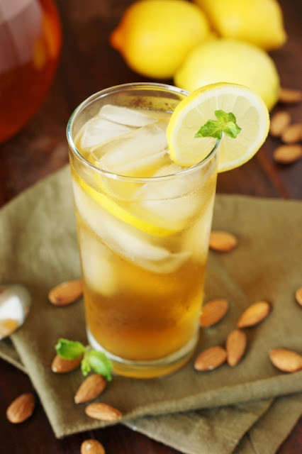 Almond Iced Tea ~ put a refreshing and flavorful twist on your sweet tea!   www.thekitchenismyplayground.com