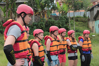 Briefing River Tubing Bule Belanda Di Batukali Adventures