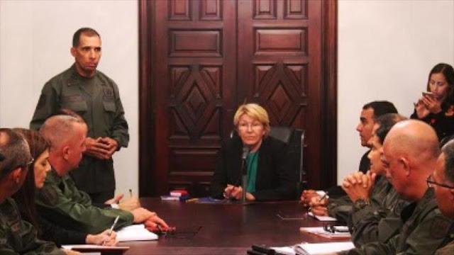 Exfiscal de Venezuela llama al Ejército a intervenir en política