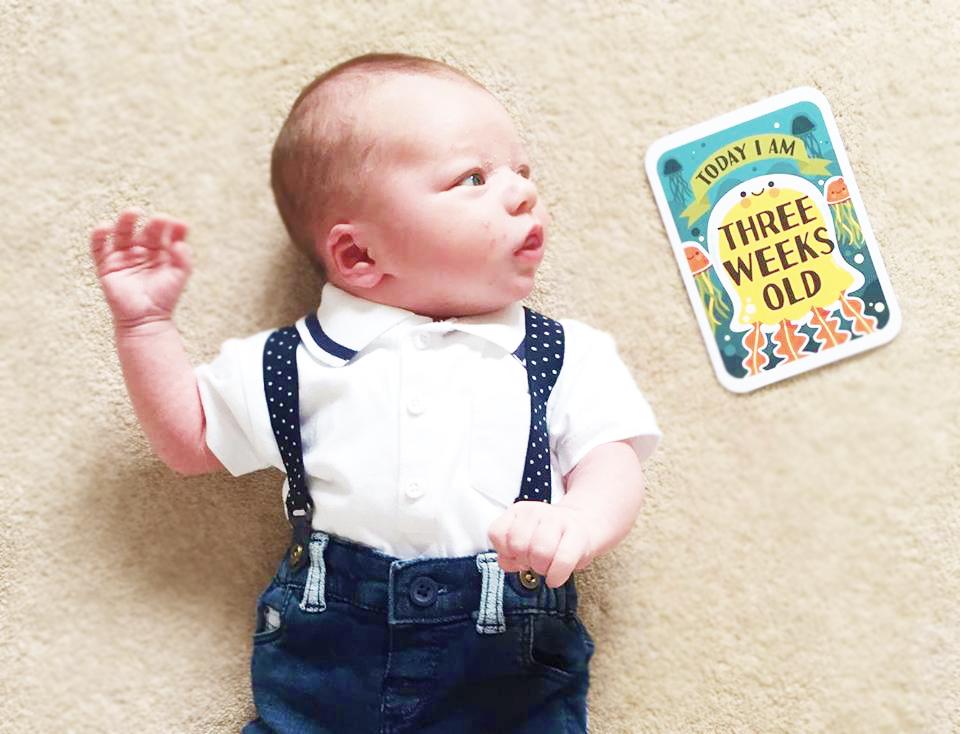 newborn baby three week update milestone cards