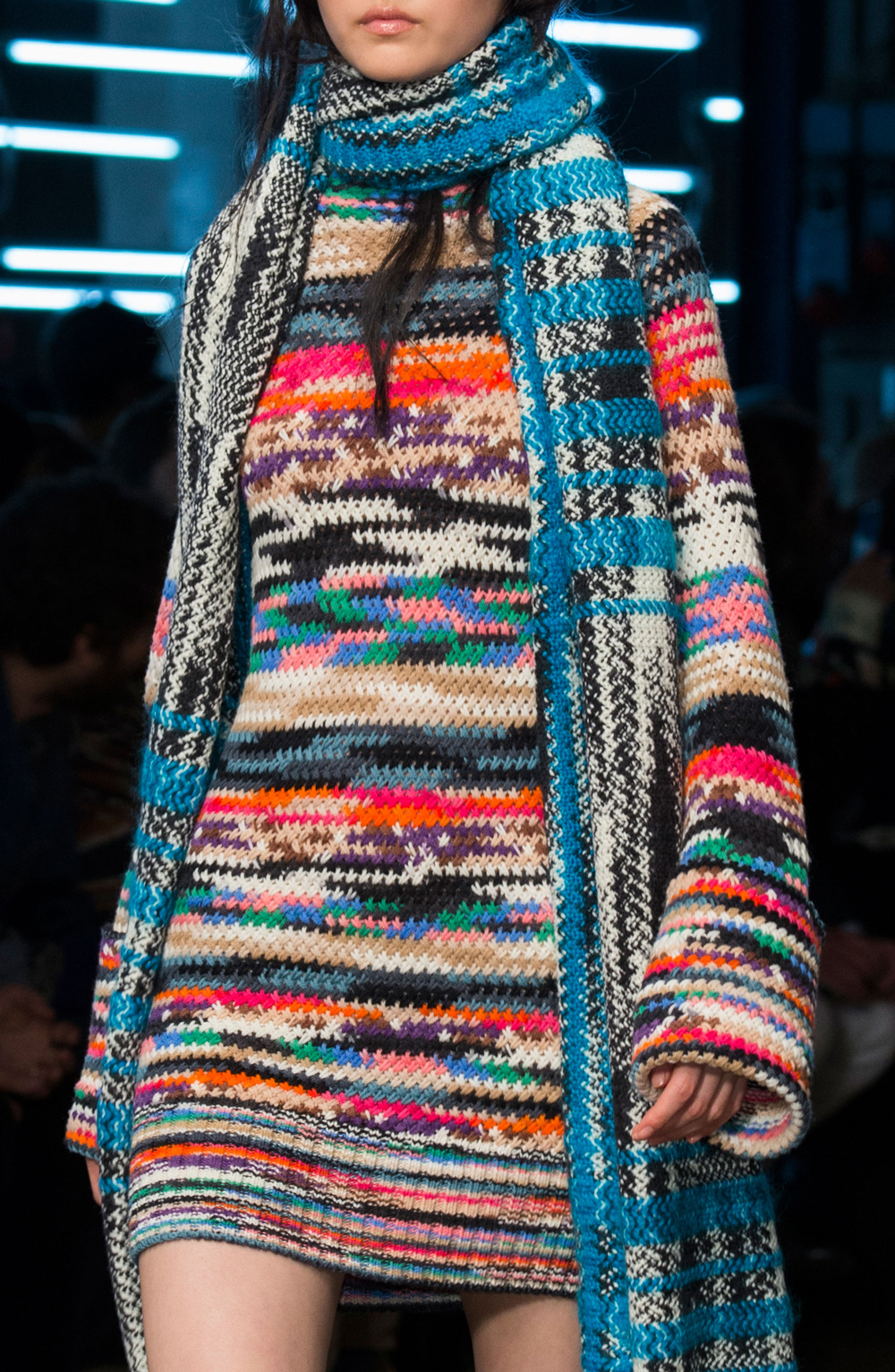 A new way to how to wear a scarf inspired by Fall/Winter 2016 collections - follow examples of Missoni, Bottega Veneta & Etro and embrace one of the autumn 2016 trends now. Via www.fashionedbylove.co.uk