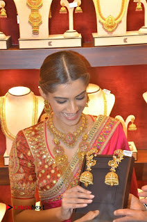 Actress Sonam Kapoor Launch Kalyan Jewellers Anna Nagar Showroom 0015.jpg