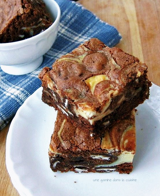 peppermint patty + cream cheese-swirl brownies | une gamine dans la cuisine