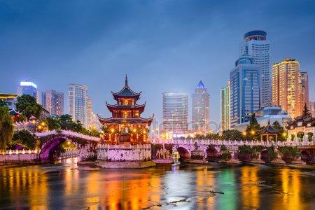Заборона сім-карт і обшуки на вокзалі: що варто знати про життя в Китаї