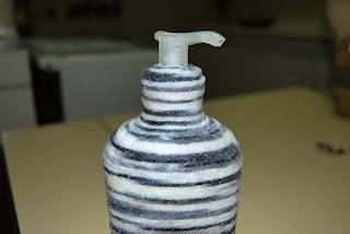 Reciclar bote de gel con lana