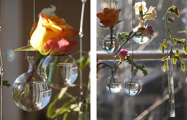 Glasvaser med blomster