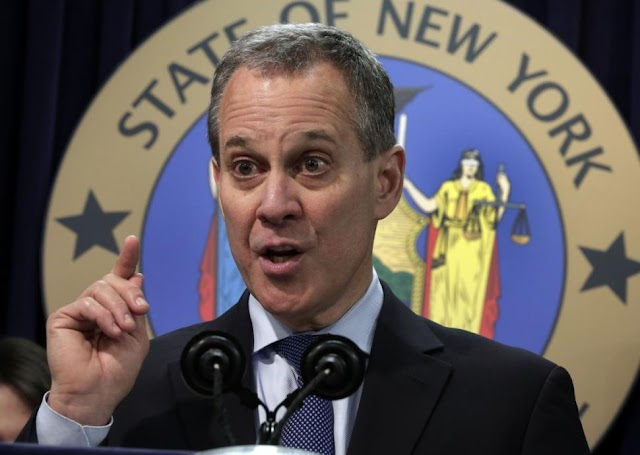 #USLocal : Attorney General Eric Schneiderman has resigned after four women who accused him of violence