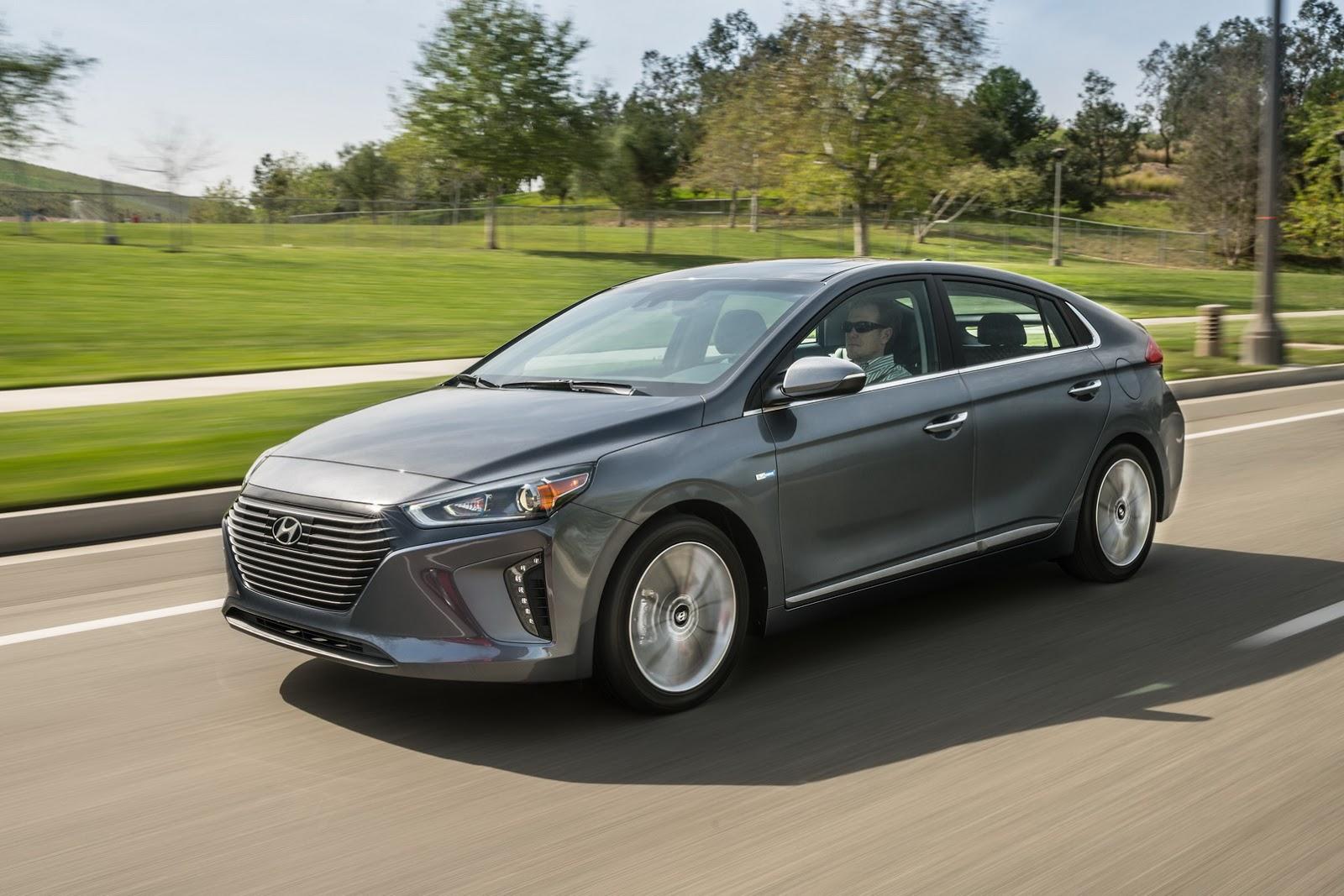 Hyundai Ioniq 2017 hứa hẹn sẽ là đối thủ cạnh tranh xứ tầm với Toyota Prius