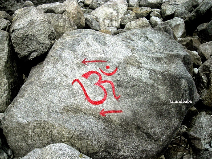 Om Letter with Red Arrow Marks