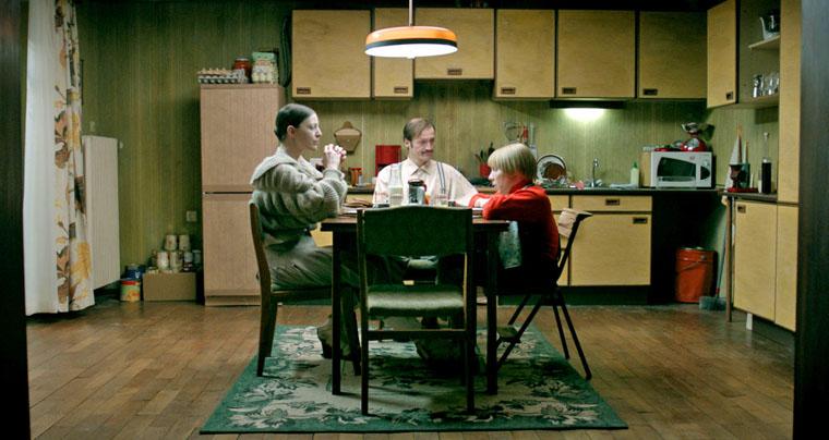 Oona von Maydell, David Scheller und Daniel Fripan in Nikias Chryssos' DER BUNKER (2015). Quelle: Bildstörung / Drop Out Cinema