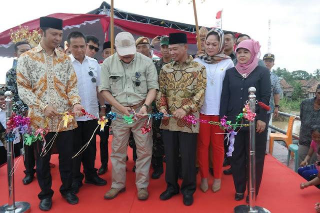 Berhasil Capai Target, Gubernur Potong Pita Jembatan Gunung Batu