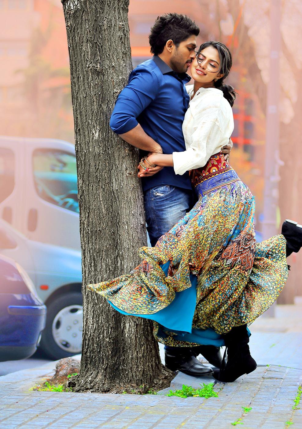 Allu Arjun And Amala Paul In Iddarammayilatho Latest Stills Iddarammayilatho Movie...