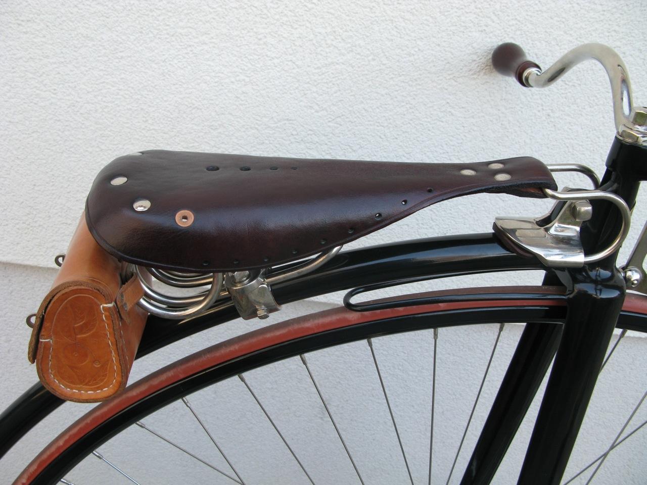 Frau am Steuer – Fahrrad Salon