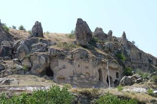 Una de las numerosas iglesias del valle.