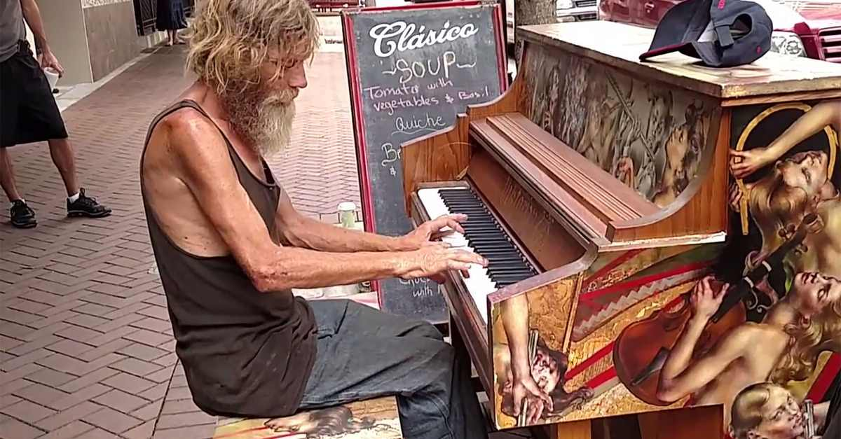 Homeless Man Steps Up To Piano And Stuns Crowd With Beautiful Performance