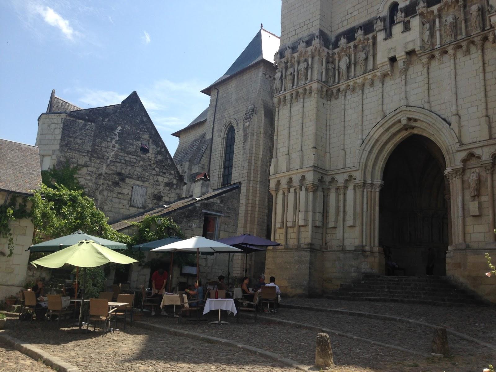 kolegiata w Candes Saint Martin ,restauracja na szlaku Loary