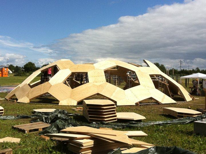 urba actu un d me en bois pour le festival roskilde au danemark architecture. Black Bedroom Furniture Sets. Home Design Ideas