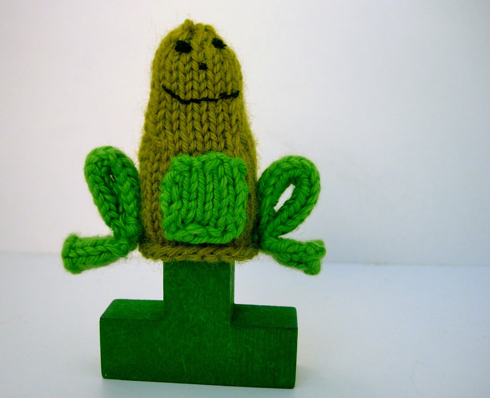 Little Friendly Frog Knitting Pattern | Yarn Birdy