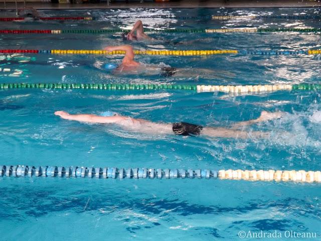 Competiţia de înot 24h AquaMASTERS 2016. Comunicat de presă. Florin Chindea, maseur oficial al evenimentului alături de echipa de Masaj în Timişoara. Concurenţi în timpul înotului