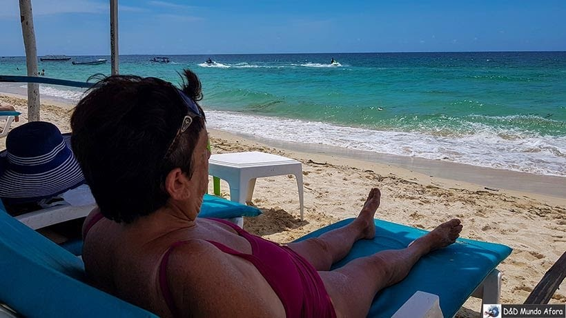 Mamis curtindo a Playa Blanca na Isla Baru - Diário de bordo: 4 dias em Cartagena