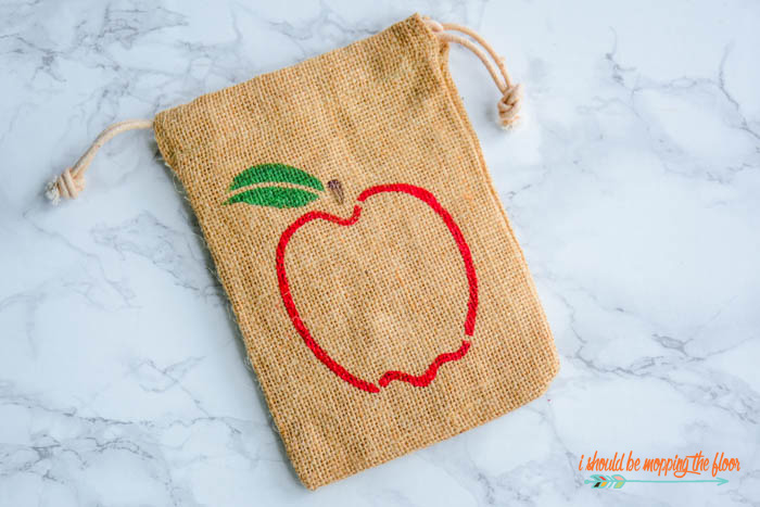 Free Printable Apple Gift Tags and Burlap Painting Tutorial