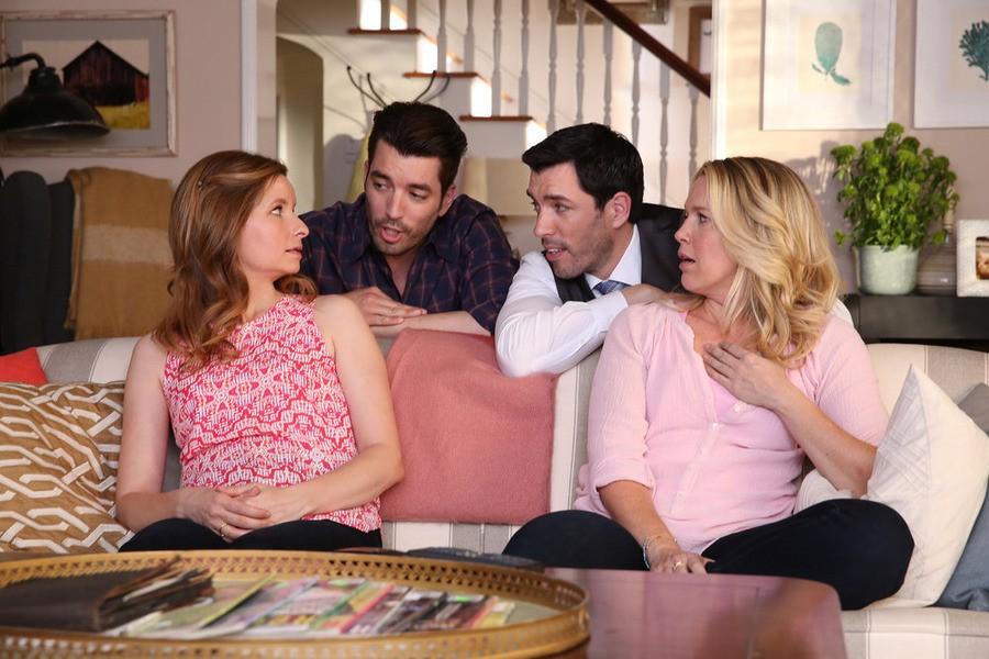 Playing House - Season 2 Episode 02: Sleepless in Pinebrook
