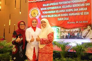 Atalia Kamil - Siti Mumtamah Oded - Entin Kartini