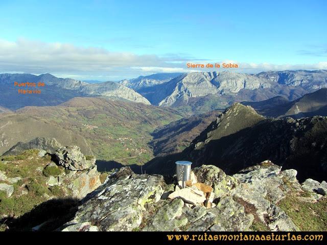 Ruta Tromeu y Braña Rebellón: Desde la Peña Tromeu, vista hacia el valle de Teverga