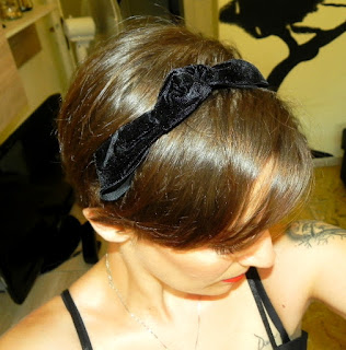 http://www.jollychic.com/p/velvet-bow-rabbit-ears-elastic-womens-hair-accessory-g100636.html?utm_source=AnnaLisa&utm_medium=referral&utm_campaign=giveaway