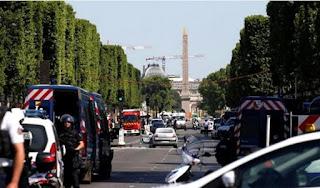 Μεγάλη αστυνομική επιχείρηση στο Παρίσι - Αυτοκίνητο έπεσε πάνω σε βαν της Αστυνομίας